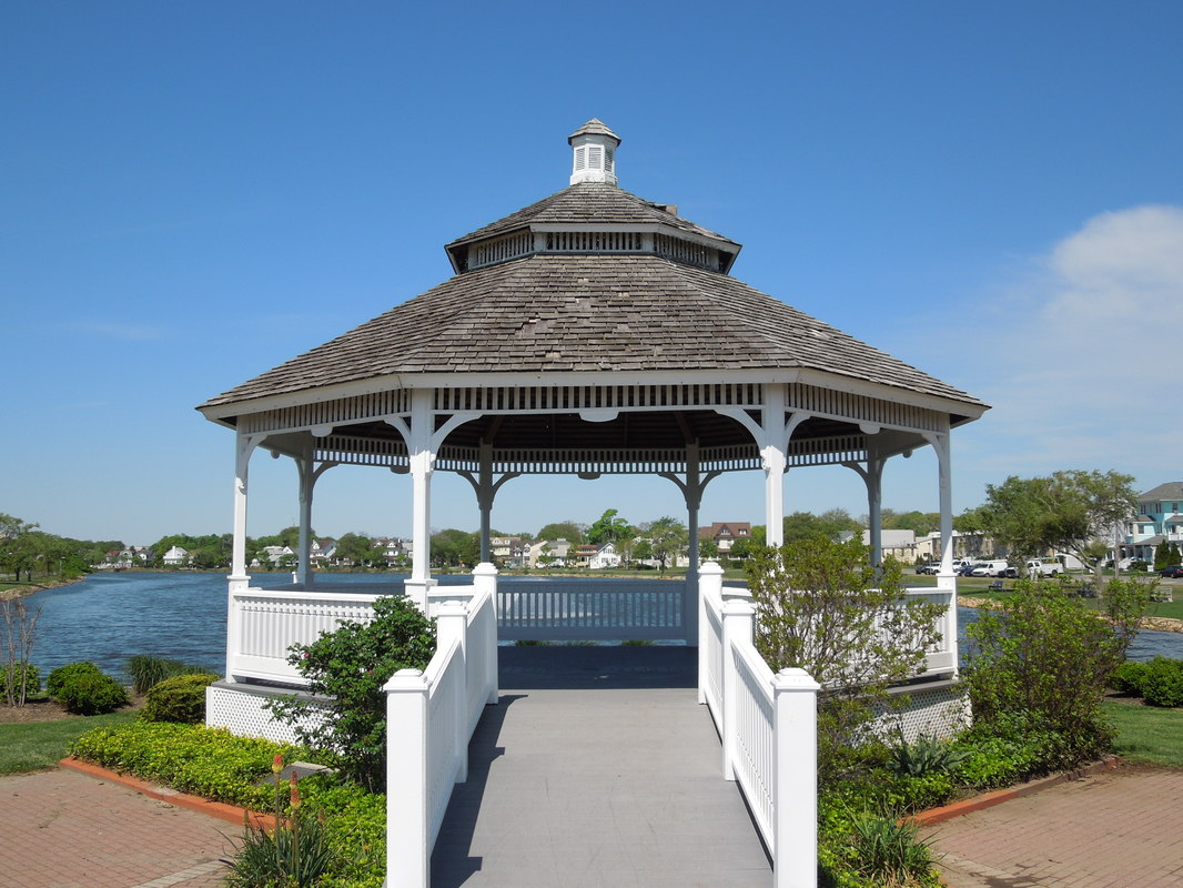 Wedding at Huisman Gazebo Belmar by NJ Wedding Officiant Andrea Purtell